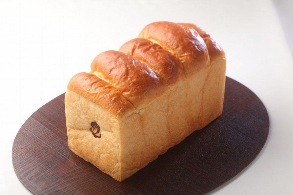 一番人気の五頭ブレッド。1斤350円。予約注文で売り切れ店頭に並ばない幻の食パン。