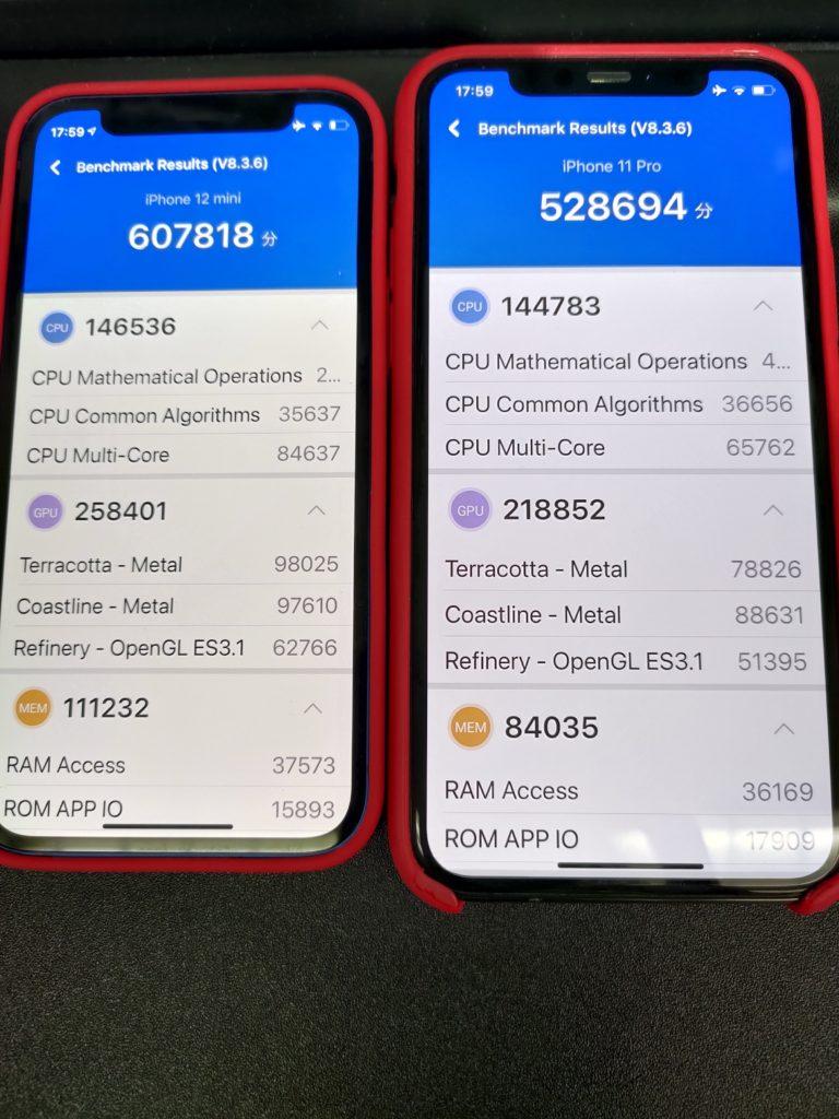 iPhone12mini VS iPhone11PRO対決 左:12mini・右:11PRO